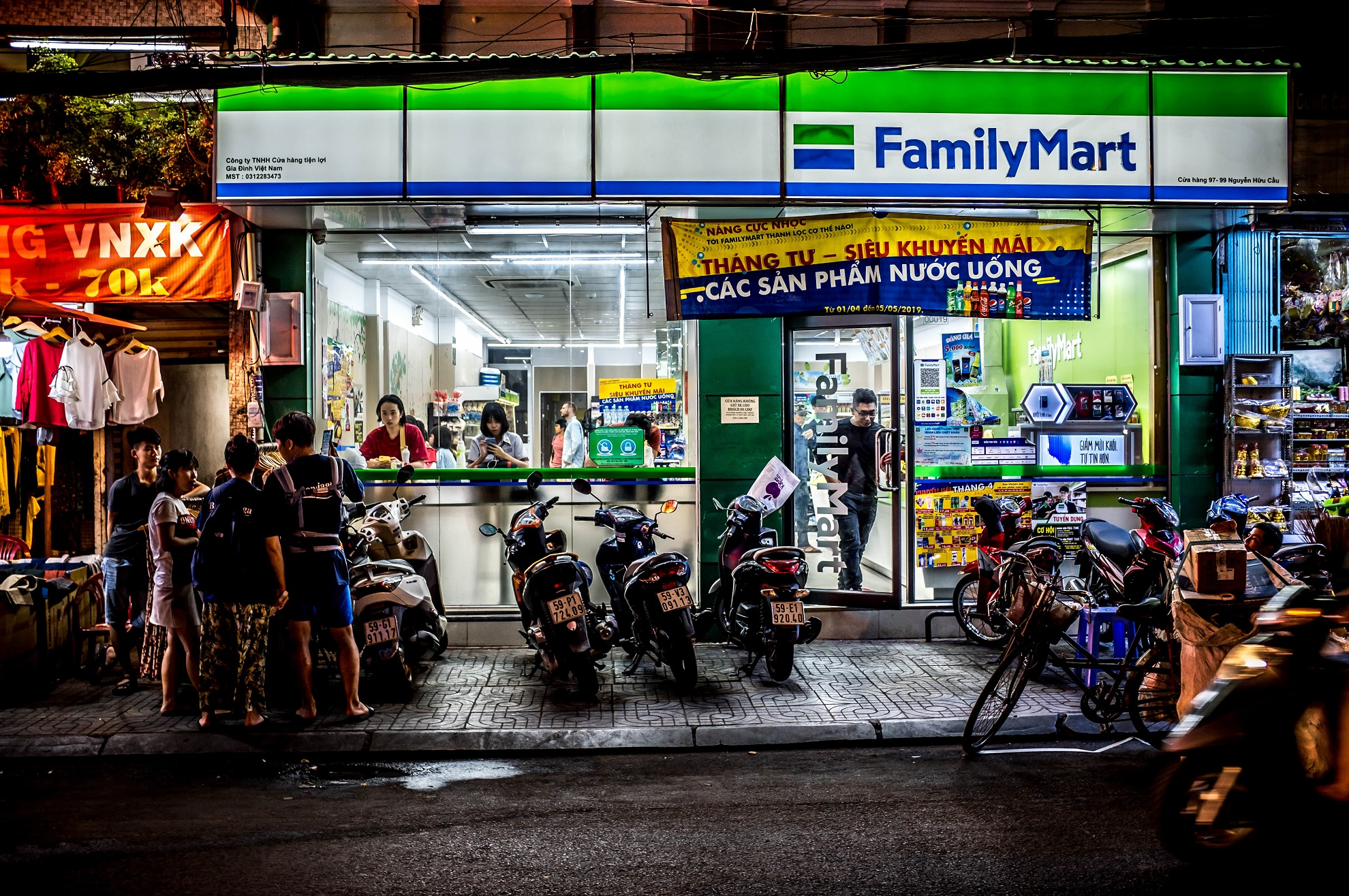 Family Mart, Saigon